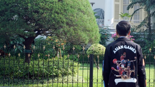 Mengintip 4 Gaya Jokowi saat Pakai Jaket Kekinian  (489270)