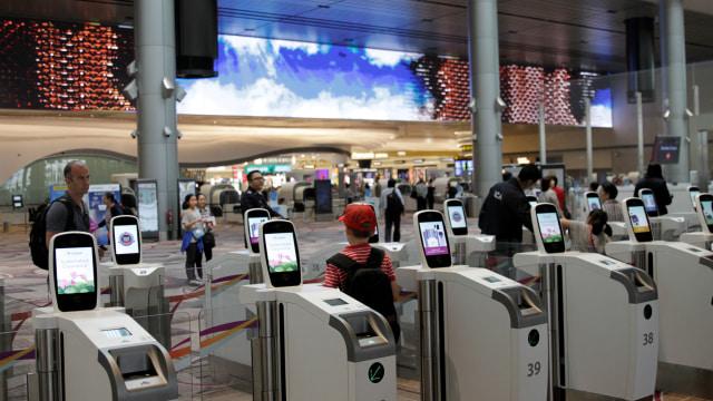Gate Imigrasi Otomatis Terminal T4 Bandara Changi