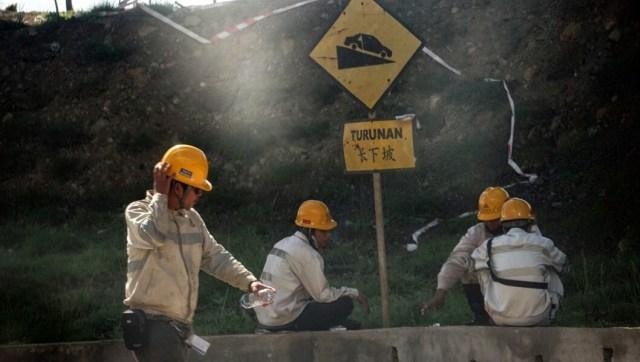 Luhut soal 500 TKA China Kembali Kerja di Sultra: Tenaga Lokal Mana Cukup (1)