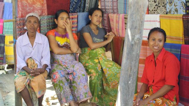 Wanita-wanita Suku Sasak