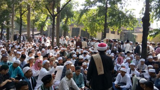 Aksi massa HTI di depan PTUN