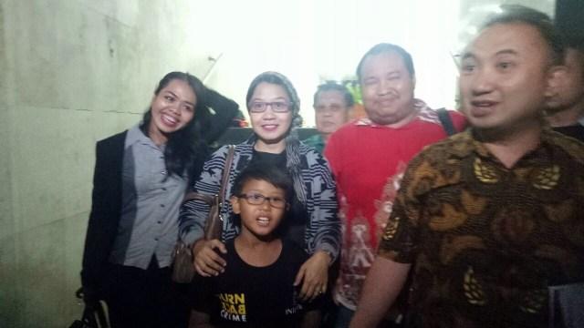 Susi Ferawati dan anaknya di Polda Metro Jaya