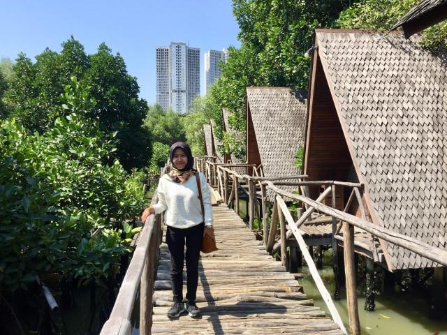 Menikmati Kicauan Burung di Tengah Kesejukan Hutan Mangrove, Jakarta (97131)