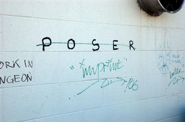 Poser