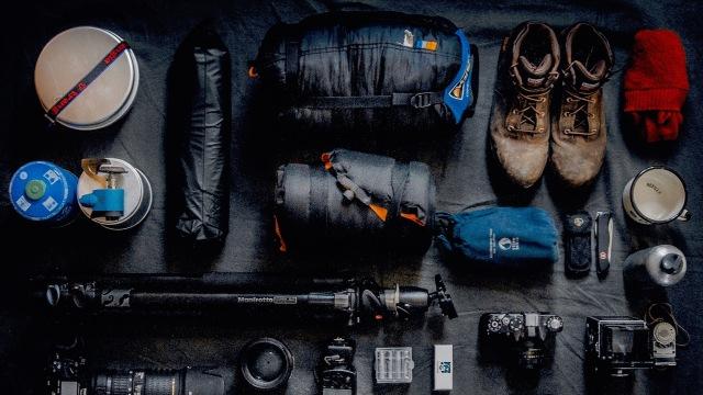 Ilustrasi survival kit traveling