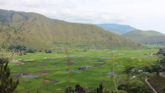 Keindahan Danau Toba dan Pulau Samosir.