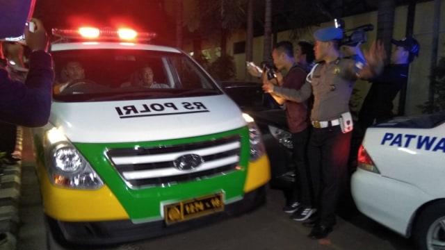Mobil jenazah tinggalkan RS Polri