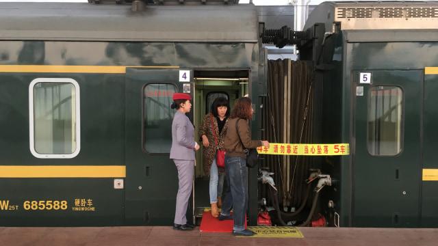 China Punya Kereta Api Khusus Buat Para Jomlo yang Sedang Cari Jodoh (4903)