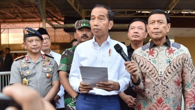 Jokowi di lokasi ledakan bom Surabaya
