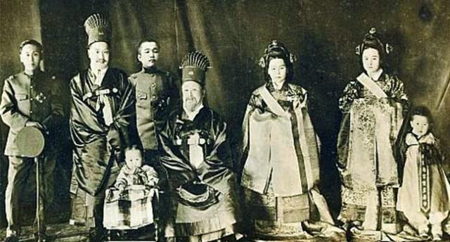 Para Kasim Istana Kerajaan yang Hidup Tanpa 'Burung' (279506)