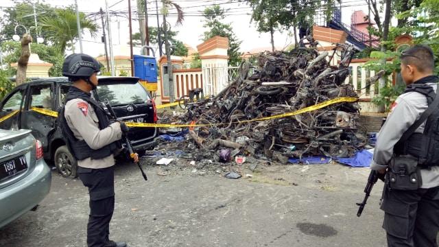 Barbuk kendaraan akibat teror bom Surabaya