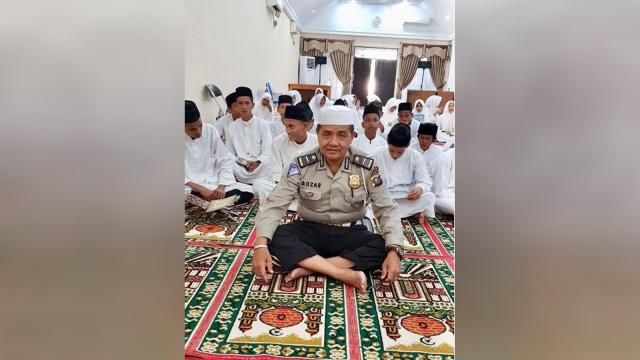 Ipda Auzar, Polisi Religius yang Gugur Ditabrak Teroris di Polda Riau (71047)