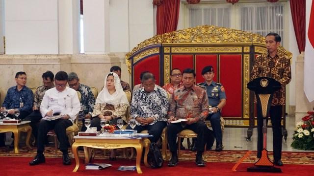 Sidang kabinet paripurna di Istana Negara.