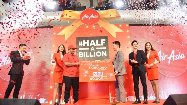 Penghargaan pada penumpang ke 500 juta AirAsia