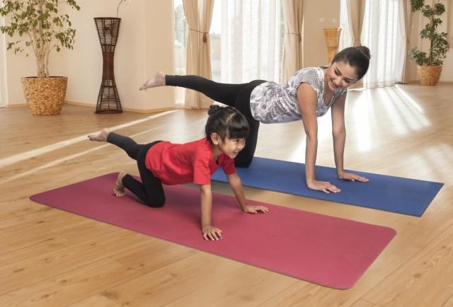 com-Ibu dan Si Kecil Yoga Bersama
