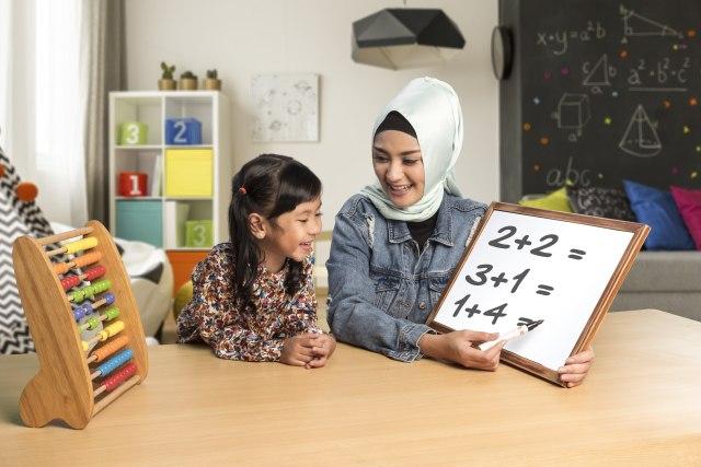 com-Ibu dan Si Kecil Belajar Berhitung