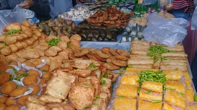 Aneka takjil di Pasar Benhil