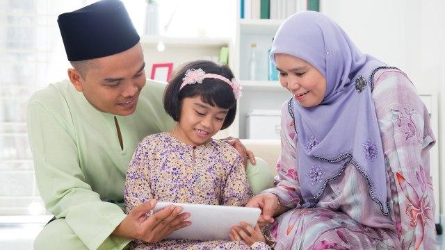 Parenting Islami: 4 Hadis tentang Keutamaan Memiliki Anak Perempuan (124441)