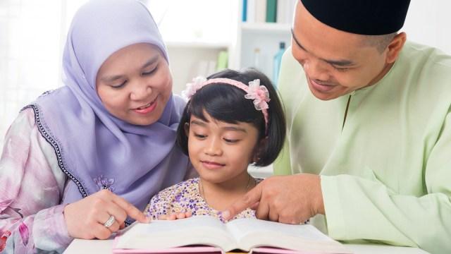 Ilustrasi anak dan orang tua.