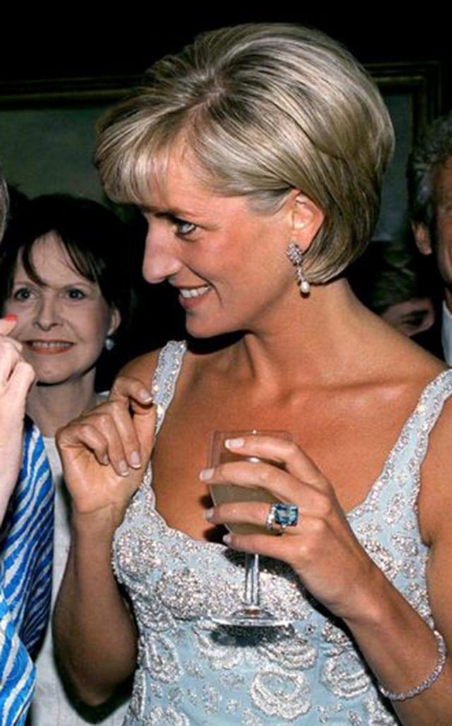 Putri Diana mengenakan Cincin Aquamarine