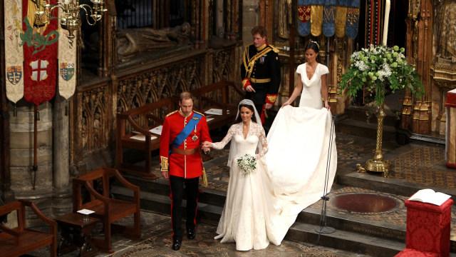 Pilih Mana: Gaun Pengantin Kate, Meghan, atau Putri Eugenie? (78836)