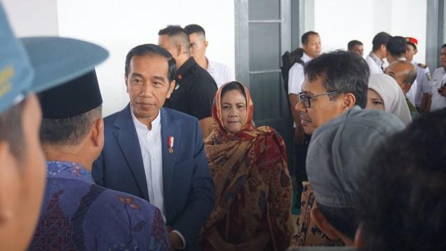 Jokowi Bagikan 510 Sertifikat Tanah Wakaf Masjid dan Ponpes di Padang (86624)