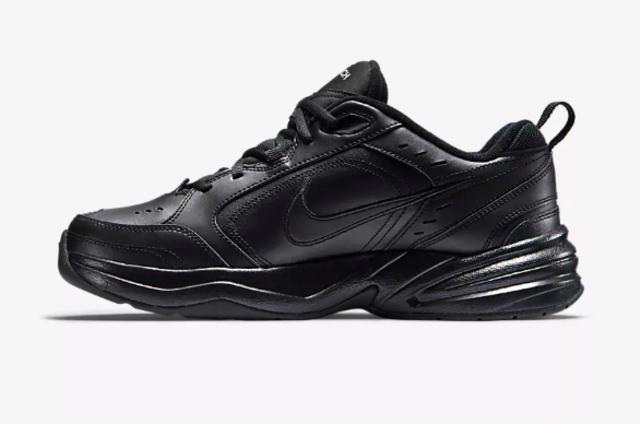 5 Sneaker Nike Berwarna Hitam yang Aman Dipakai ke Sekolah (325958)