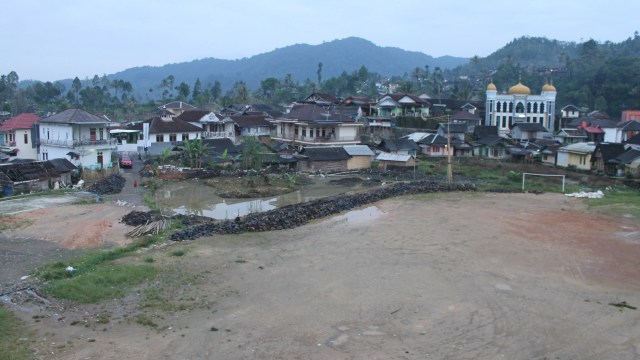 Emas Bermerkuri Menggetarkan Kampung Adat Cisitu Banten (44706)