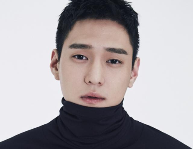 Aktor Go Kyung Pyo Mulai Wajib Militer Hari Ini  (718252)