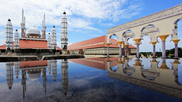 5 Aturan yang Mesti Kamu Patuhi kala Wisata Religi ke Masjid (11543)