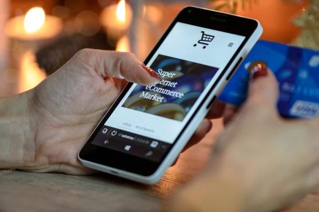 Orang Indonesia Menghabiskan Waktu 4 Menit untuk Belanja Online (30802)