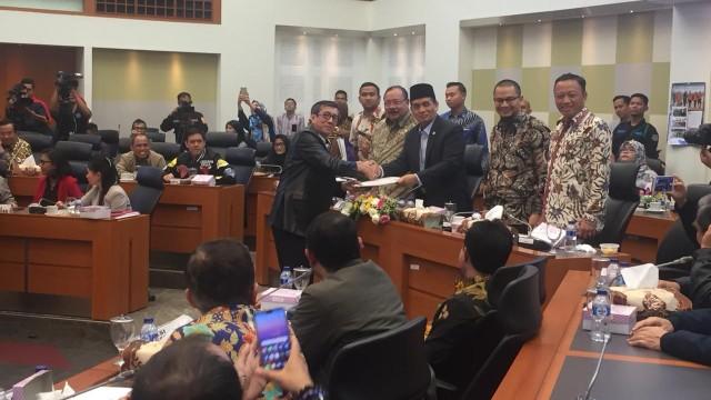 Seluruh Fraksi DPR Setuju Motif Politik Masuk di Definisi Terorisme (321294)