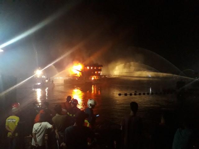 Video: Kapal Tanker Pertamina Terbakar di Banjarmasin  (128051)