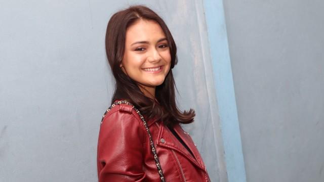 Main Ranah 3 Warna, Amanda Rawles Perdana Tampil Pakai Jilbab di Film (28045)