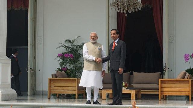 Jokowi Terima Kedatangan PM Modi dari India
