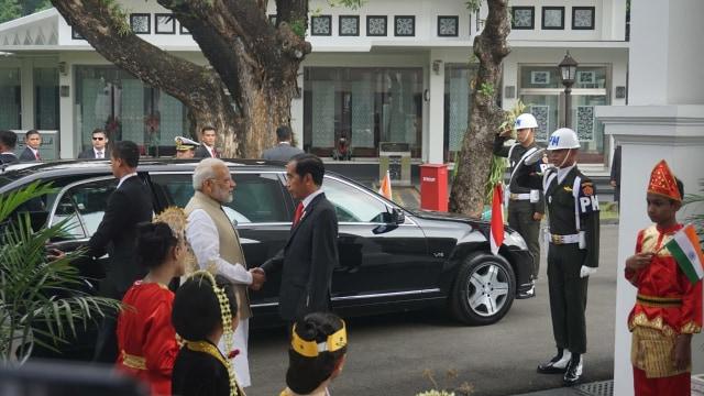 21 Kali Dentuman Meriam Sambut Kedatangan PM India di Istana Merdeka (542407)