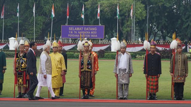 21 Kali Dentuman Meriam Sambut Kedatangan PM India di Istana Merdeka (542406)