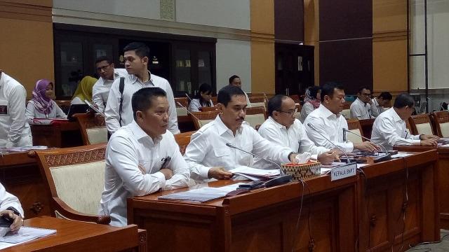 Komisi III Rapat dengan BNPT Bahas Pembagian Tugas TNI dan Polri (940334)