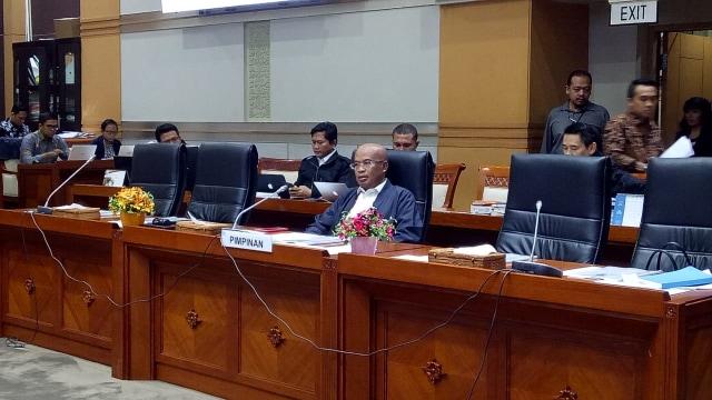 Komisi III Rapat dengan BNPT Bahas Pembagian Tugas TNI dan Polri (940335)