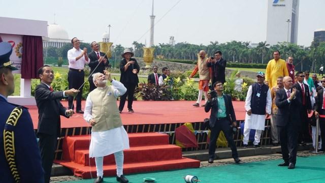 Saat Jokowi dan PM Modi Main Layangan di Monas (38632)