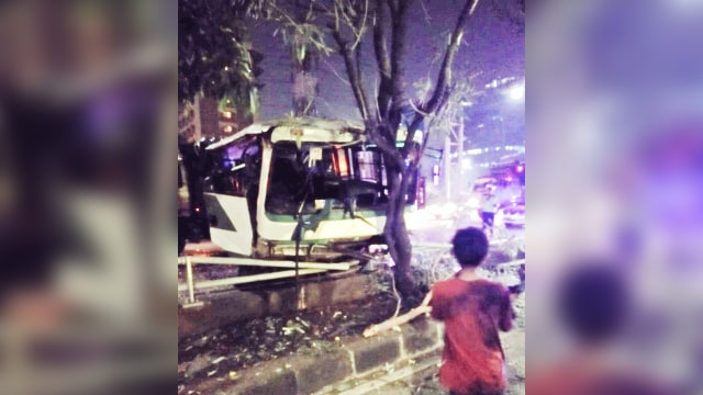 Kecelakaan Truk & Kopaja di KM 07.200 Tol Semanggi