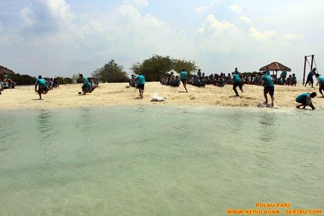 Pulau Pari Keindahan Pantai Pasir Putih Di Pantai Perawan Kumparan Com