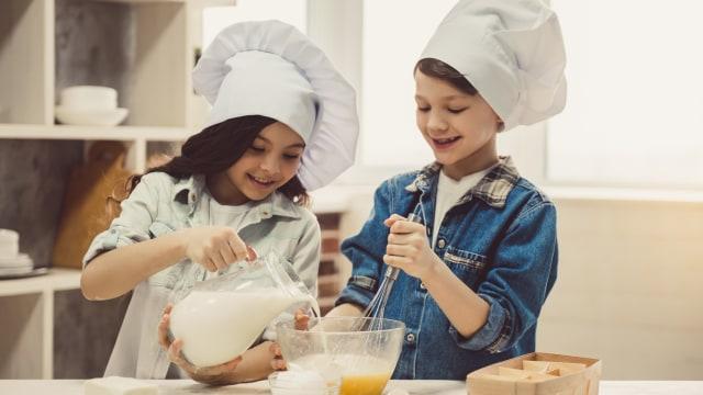 Masak bersama anak.