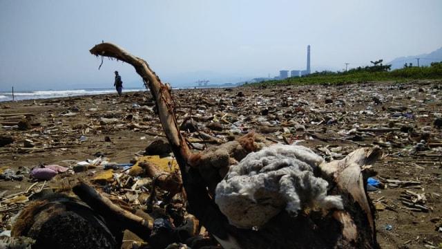 Sampah Pantai Loji