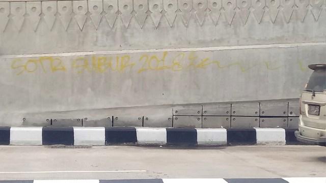Dicorat-coret, Underpass Mampang Akan Dipasang CCTV  (45134)