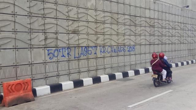 Oknum yang Corat-coret Underpass Mampang Akan Dilaporkan ke Polisi (33816)