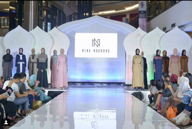 12 Karya Disain Baju Nina Nugroho Dipamerkan Di Fashion Show Hijab Festive Week 2018 (208621)