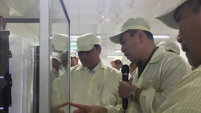 Menperin Blusukan ke Pabrik Elektronik Polytron di Kudus (53464)
