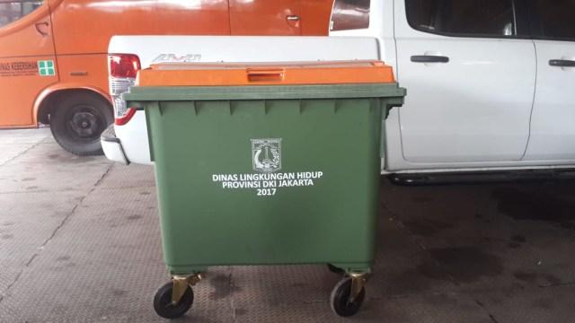 Tempat sampah merek Weber milik Dinas LH Jakarta