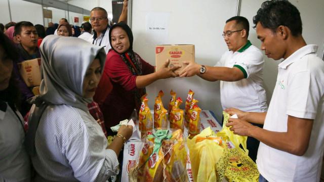 Asian Agri Jual Minyak Goreng Rp 10.000/Liter di Pasar Murah Kemendag (61096)